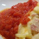 ジンジン - カルボにトマトソースは賛否両論あるが