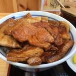 ぶた丼のとん田 - 料理写真:盛り合わせアップ