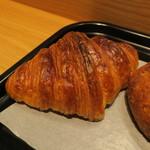 ル・プチメック - クロワッサン・オ・ブール セレアルのチーズロール ラムレーズン入りミルクフランス&(ウニールの豆を使った)コーヒー3