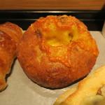 ル・プチメック - クロワッサン・オ・ブール セレアルのチーズロール ラムレーズン入りミルクフランス&(ウニールの豆を使った)コーヒー4