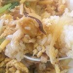 餃子の砂子 - 醤油と胡麻油で甘辛い具が乗った一口です。