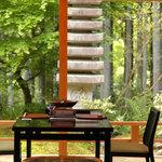 野むら山荘 - テラス席、BGMは虫の音色や小鳥のさえずり