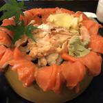 魚心亭 - メニュー外のサーモン丼 2000円