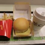 マクドナルド - 金の月見バーガーセット690円
