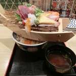 鮨 酒 肴 杉玉 - 舟盛り丼990円