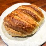 菓子とパン 大楠 - 「全粒粉入り デニッシュミルクパン」(237円)。