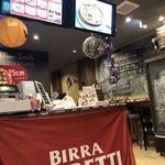 ナポリス ピッツァ&カフェ - 右奥に見えるカウンターでピザ生地発酵中〜
