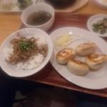 93949698 - 餃子とルーロー飯、スープセット