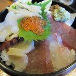 誉寿司 - ちらし寿司のアップ