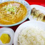 ラーメンのささき - 料理写真:ギョウザラーメン(味噌)800円+ライス150円