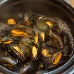 モンサンミッシェル産ムール貝の白ワイン蒸し
