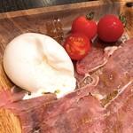 花畑牧場 RACLETTE ~ラクレットチーズ専門店~ - とろーり生モッツァレラ