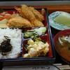 たま川 - 料理写真:フライ弁当(カキフライと海老フライ)