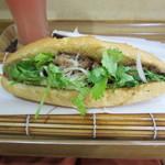 バインミー シンチャオ - 焼き鶏肉バインミー(ミニサイズ)