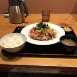 日比谷琥白 - 生姜焼定食