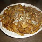 翼餃子 - 料理写真:焼き刀削麺・アジアンソース味、甘辛い味付けでした。
