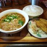 93968433 - 鶏肉のトムヤム麺、ご飯セット大盛り+鶏のから揚げ