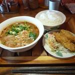 93968437 - 鶏肉のトムヤム麺、ご飯セット大盛り+鶏のから揚げ