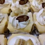 HappyBerry - 料理写真:【キャラメルバナナのクレープケーキ】バナナとキャラメル、スポンジ、生クリーム、カスタードが渾然一体のおいしさです♪ 季節限定