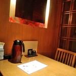 スワンレイク パブ エド 修蔵 - [内観] 店内 テーブル席 ①