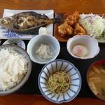 ドライブインサザエ - 鶏フライセット定食950円