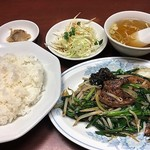 駅前泰陽楼 - ニラレバ定食
