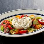 焼肉チャンピオン - ブラッティーナチーズと彩りトマト