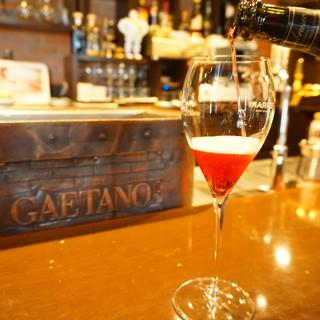 イタリア産を中心としたこだわり抜いたワインの数々も自慢です。