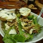 CAVO - ロックフォールと胡桃のサラダ