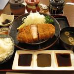 とんかつ川久 - 料理写真:黒豚ロースカツ 250g 2500円 (2018.8)