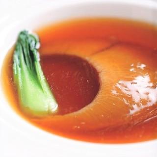 鮑やフカヒレ等、厳選食材を使用したホテルオークラの本格中華。