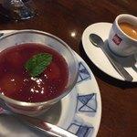 93977081 - 巨峰のムースとコーヒー(デザートセット)