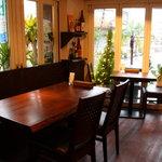 ガネーシャ・ガル - カフェのような落ち着いた店内は女性のお客様にも好評。女子会にも♪