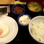 93980426 - 目玉焼き牛小鉢朝定食