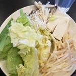 しゃぶ葉 - レタス、白菜、しめじ、えのき、豆腐、たけのこ、もやし