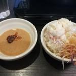 しゃぶ葉 - ごまだれ+食べるラー油、ポテトサラダ、キャベツ(和風ドレッシング)