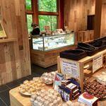和泉屋傳兵衛 - 和洋菓子が並ぶ店内