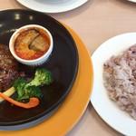 ジョナサン - 料理写真:「フォアグラ&ハンバーグ トリュフソース」と雑穀米