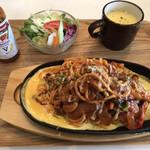 洋食キッチン ツカダ - 料理写真:鉄板焼きナポリタン
