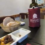 94000008 - パン、オリーブ、ワイン