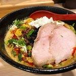 拉麺 大公 - 担々麺、吊るし焼きチャーシュートッピング