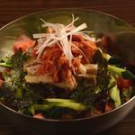 焼肉酒房 元 - ポッサム(茹でた豚肉)サラダ