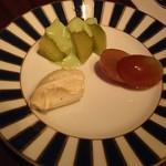 94007412 - お通しがクリームチーズとフレッシュフルーツ!