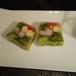 94007946 - 季節の野菜がぎっしりの断面