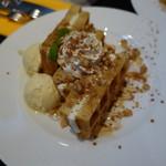 Bar di ViNO - くるみクリームチーズワッフル