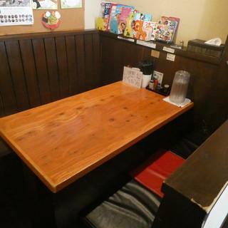 テーブル席もあり【1卓分】