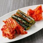 チーズタッカルビ&サムギョプサル韓国料理やさい畑 - キムチ盛り合わせ