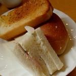 パンプキン - ランチのパンだよ。おかわりもできるよ。