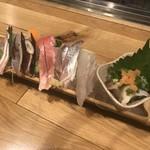 94017607 - 刺身の盛り合わせ2人前1,500円(左からブリ、鰹、赤魚、鰺、真鯛、蛸)