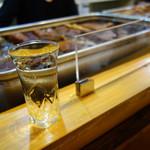 博多のおでん - 剣菱のコップ酒。